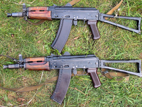 ASK-74u rifles. Source: Wikimedia Commons.